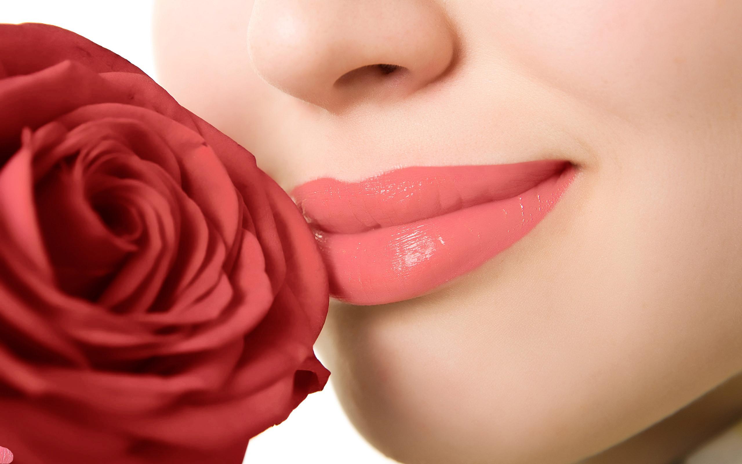 Перменетний макіяж губ